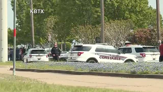 Police: 1 killed, 4 wounded in shooting at Texas business