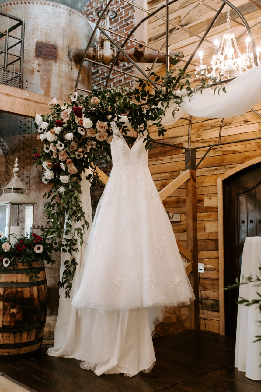 Fall in Love with Autumn Florals in this Rustic Glamour Wedding at Southwind Hills
